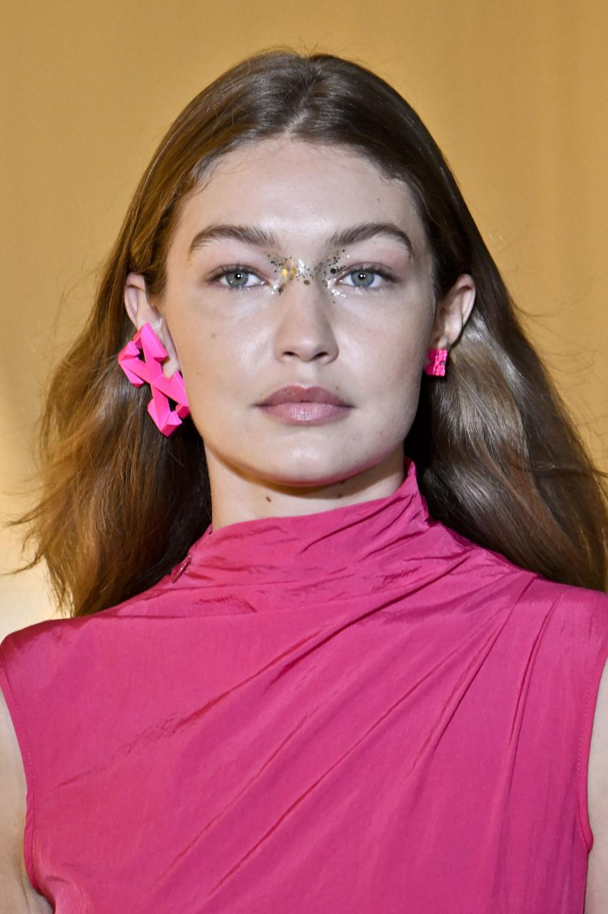 Summer MakeUp Trends This 2020 As Seen In Your Favourite Influencers - Glitters on Gigi Hadid
